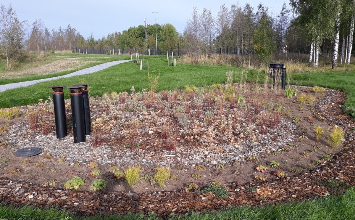Biofilter in Hiedanranta, Tampere. Water quality and quantity is monitored before and after the filter. Newly planted, perennials are going to grow larger. Filtering materials used: peat, biochar, light gravel. © City of Tampere